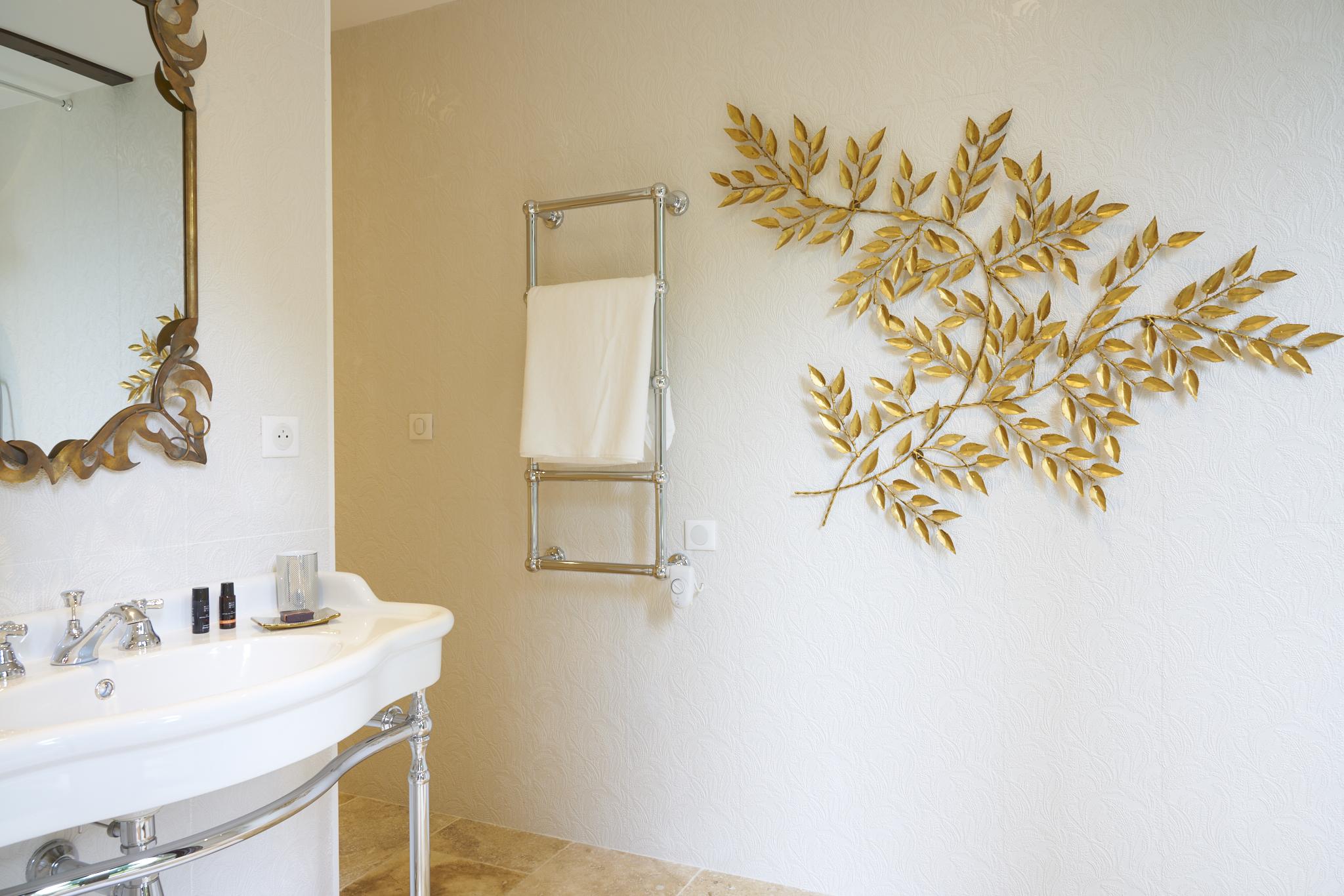 photo détail de la salle de bain de la chambre Ausone, chambres d'hôtes du château Pont Saint-Martin, Pessac léognan, bordeaux, dégustation de vin, tout confort